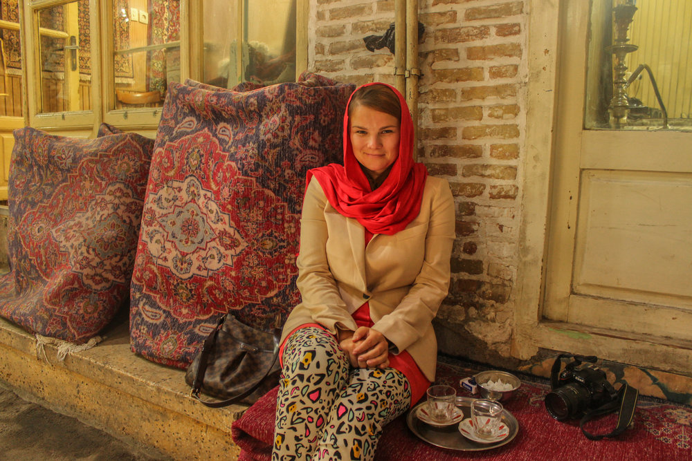 How should women dress in Iran