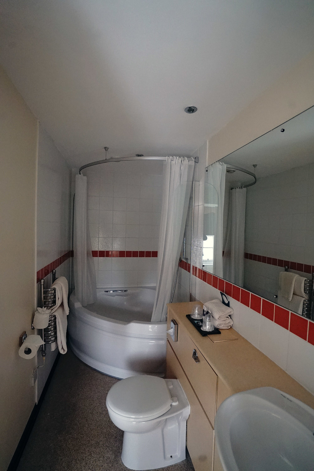 Mercure Peebles Bathroom.jpg