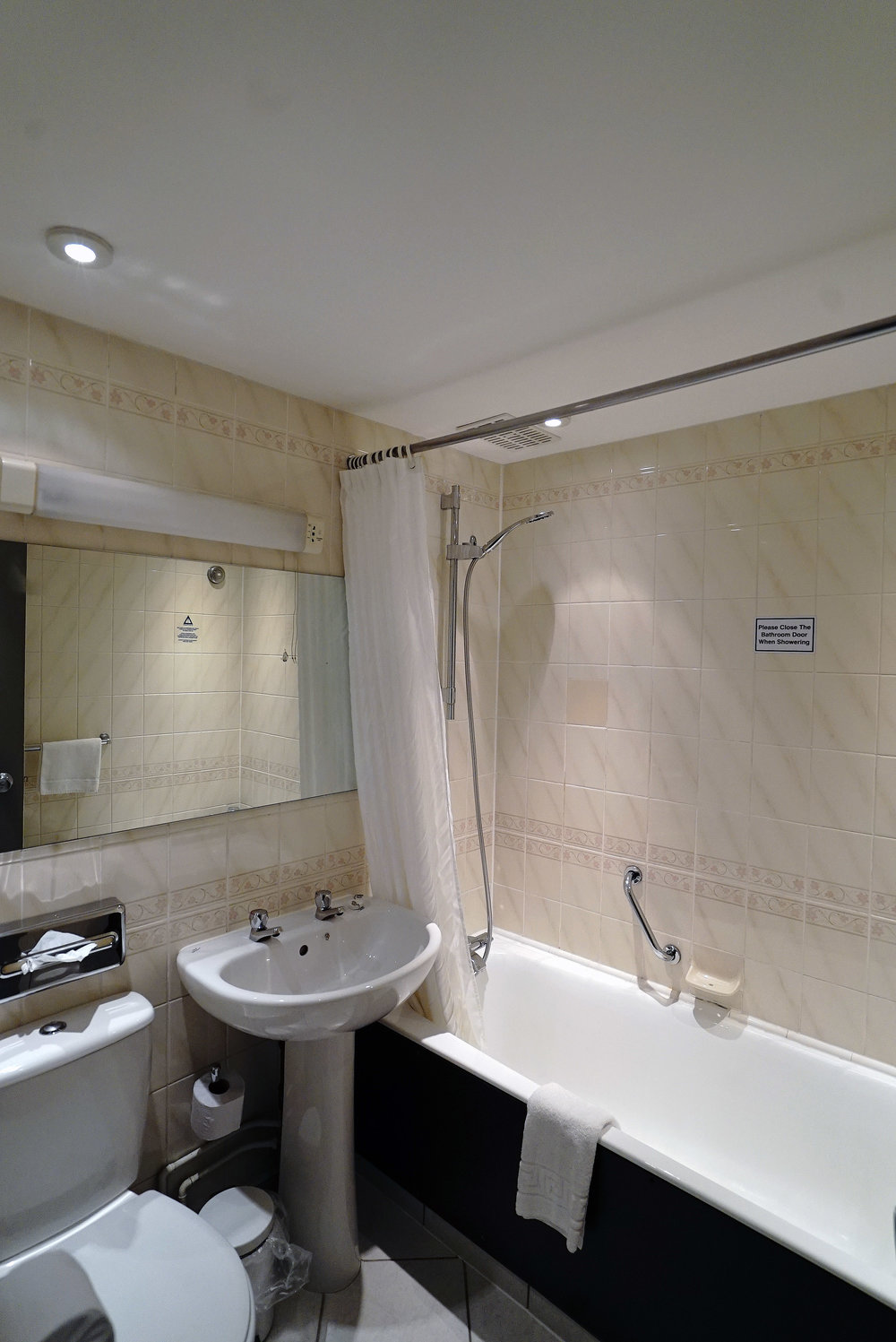 Mercure Perth Bathroom.jpg