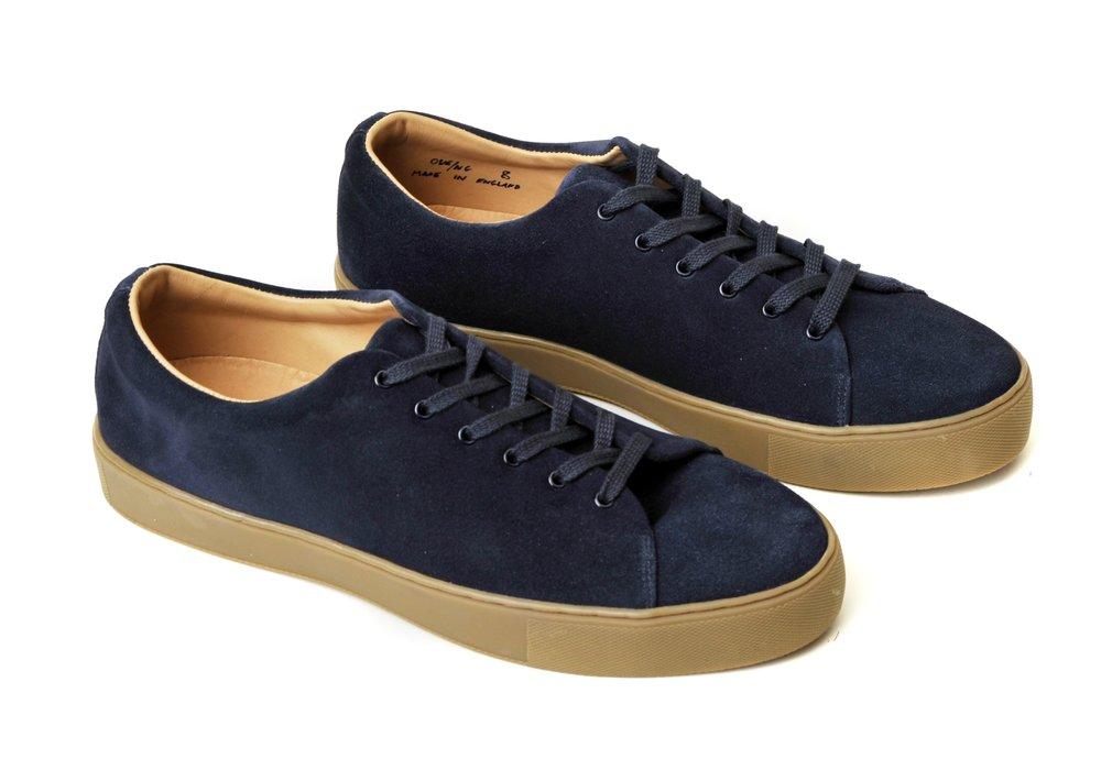 8f70dabc7dbd With minimalistic sneakers