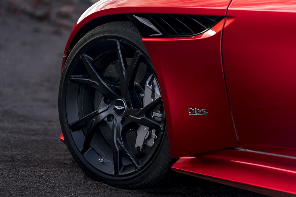 DBS Superleggera (16).jpg