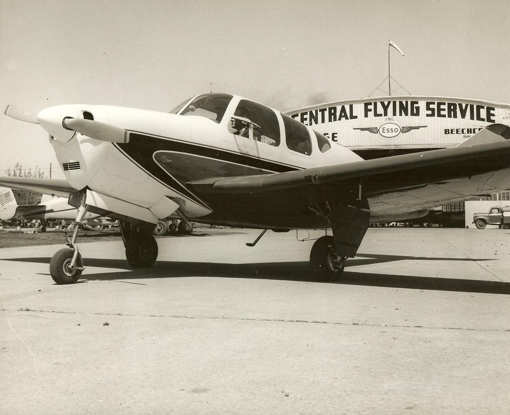 prop plane in front Hangar 1.jpg
