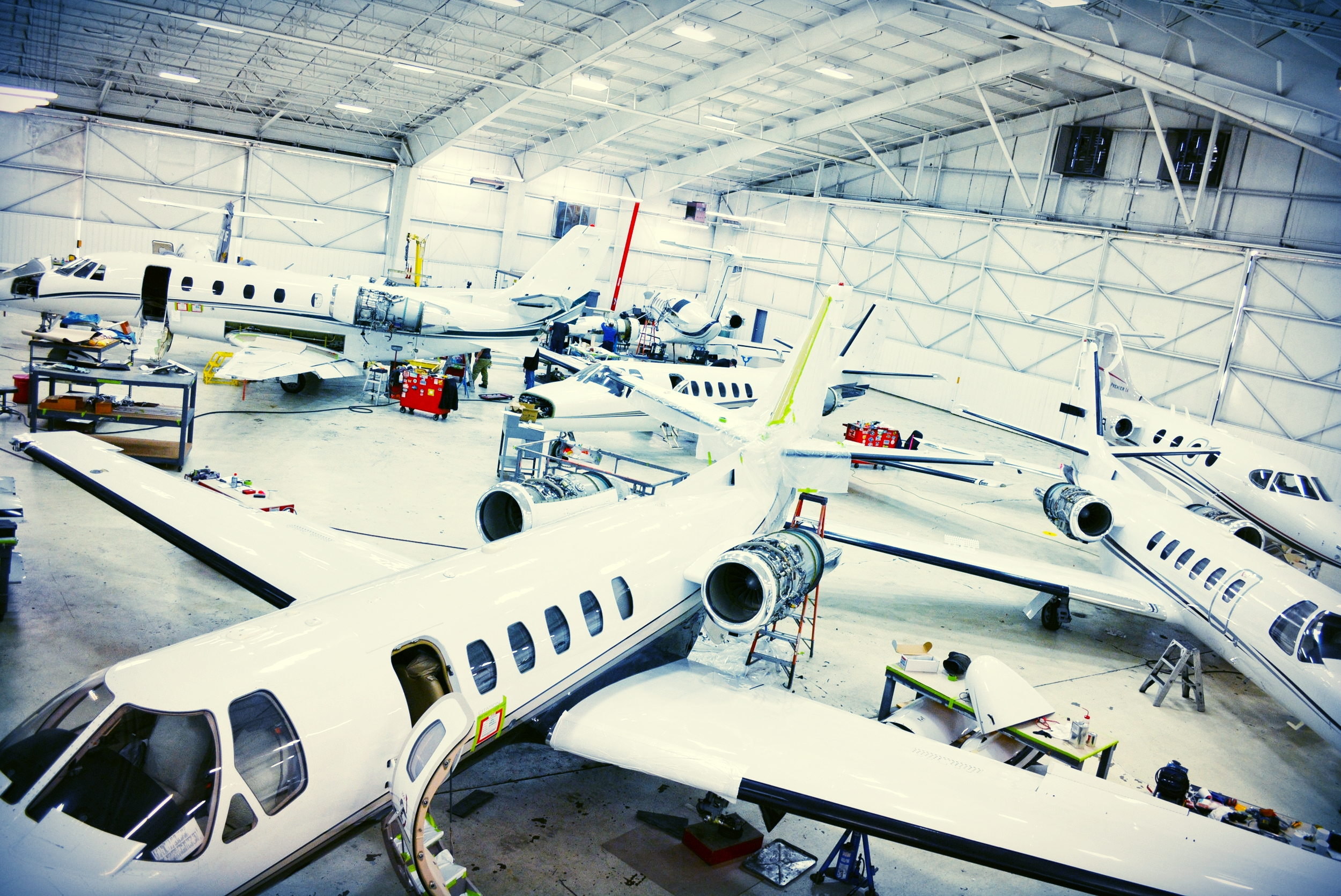 Aircraft Maintenance Central Flying Service Parts On Components Surplus Maintenancetruck Fullhangar