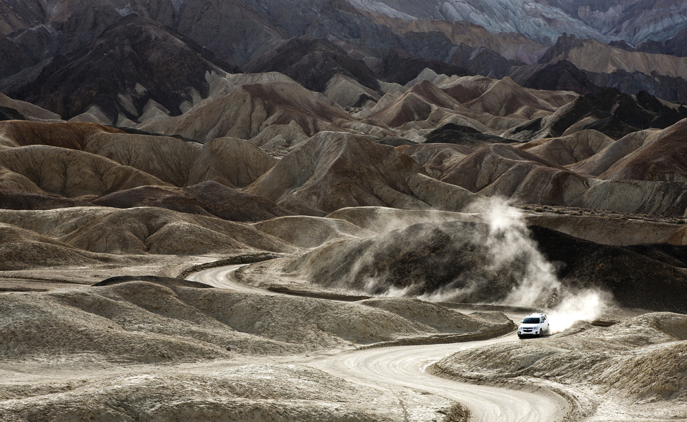 3_Chevy_WhiteEquinox_DeathValleyRd_DustTrail_001.jpg