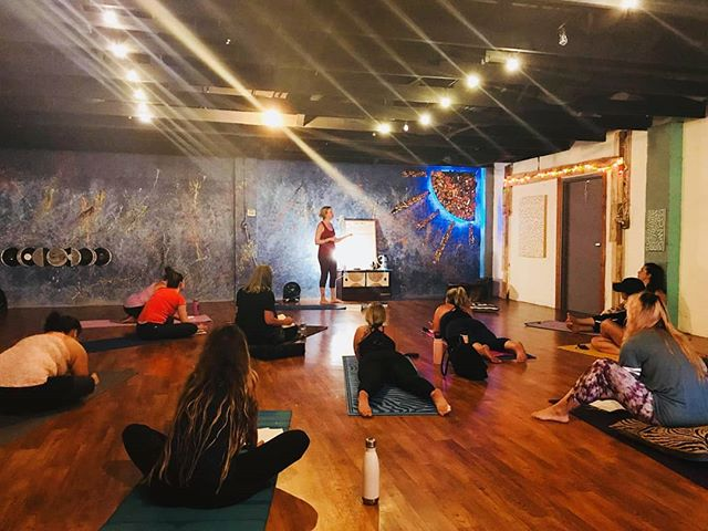 Energy Rising ☄🔥❤ Filled with LOVE & gratitude for all the Beautiful Souls who created space tonight... And thank @funkandflowstudio for sharing your sacred space ❤  #yogastudio #chakras #yoga #meditation #wiltonmanors #wellness #crystals #goodvibes #heartchakra #throatchakra #activation #spirituality #wheelhouseyogis #funkandflowstudio