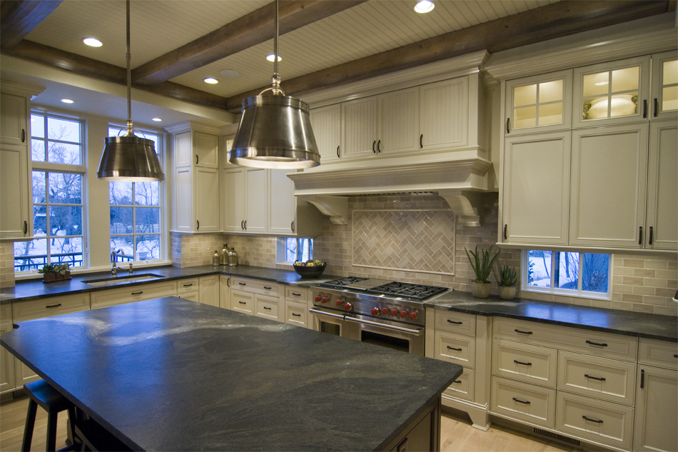 2013LocustHillsSpringPreview-Kitchen2.jpg