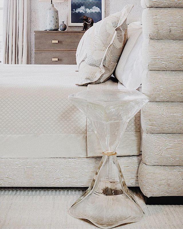 New year, new side table? What are you upgrading this year? ✨ 📸: @drewmcgukin — #interiordesign #interiordesigners #furnituredesign #furnituredesigner #newyorkdesign #newyorkdesigners #topstylefile #newyorkdesigners #interiorlovers #finditstyleit #modernhome #interiors123 #interiordetails #homedetails #interiordesignsituation #dailydecordose #highendresidentialdesign #highendcommercialdesign #newyorkhome #newyorkdesigncenter #dwell #archdigest #architecturaldigest