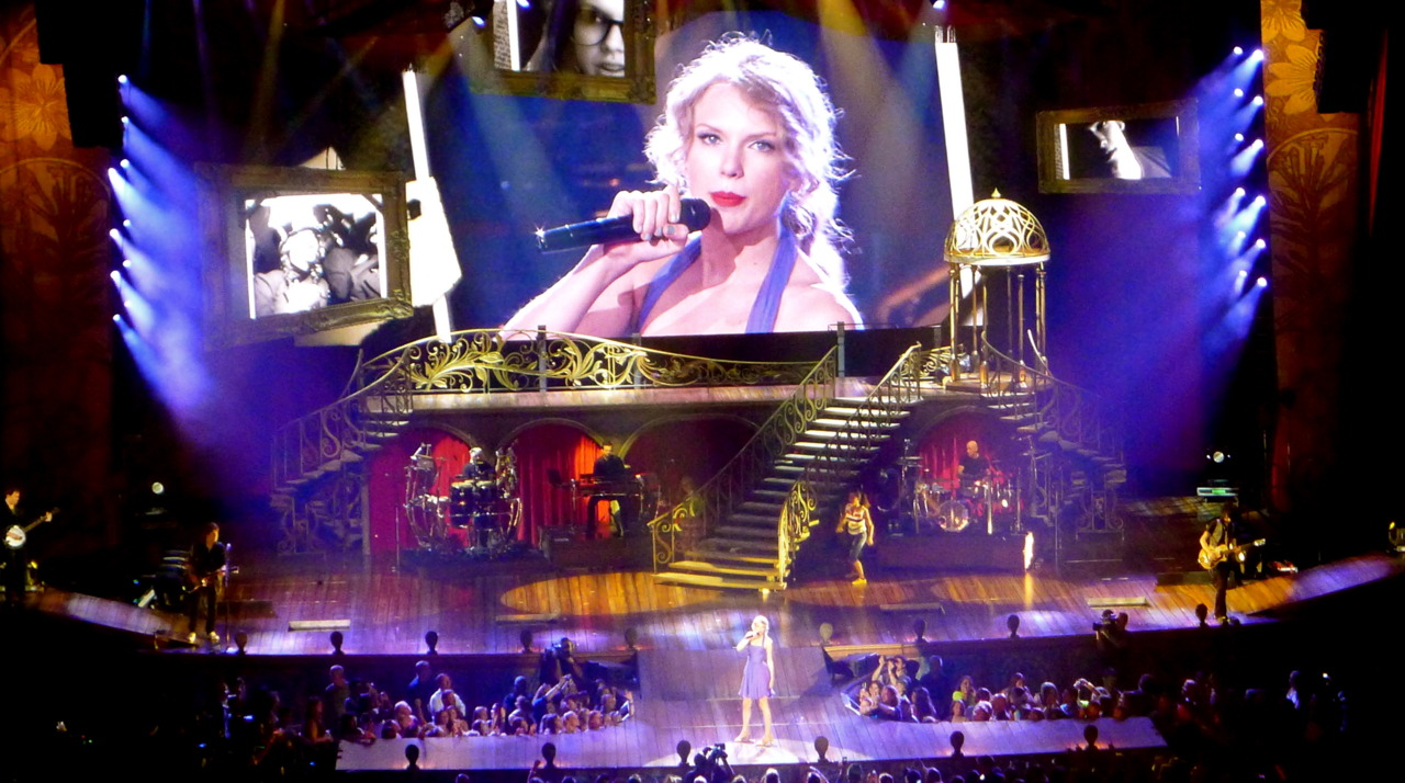 Taylor Swift, you are terrible, face-wise.