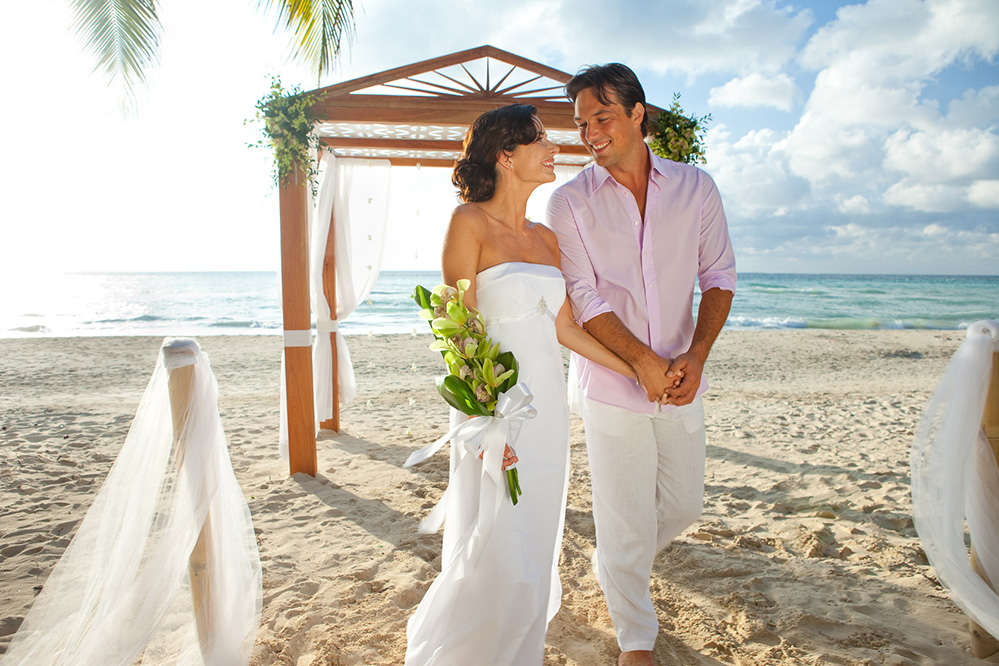 Couples Resorts : Swept Away