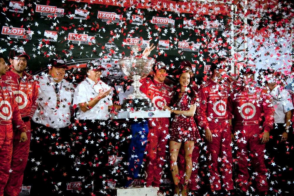 Scott Dixon & wife Emma celebrate with Chip Ganassi