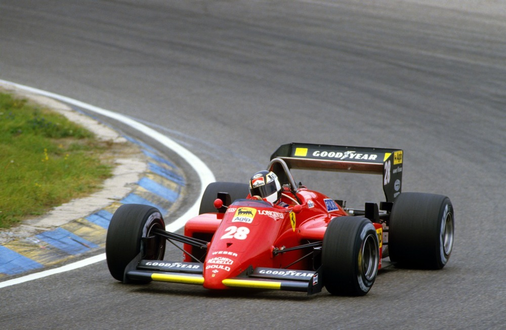 STEFAN JOHANSSON(Ferrari-1985)Zandvoort.jpg