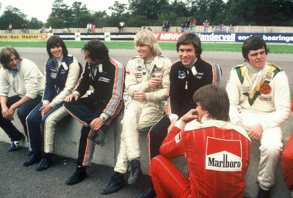 Stefan Johansson, Eje Elgh, tiff Needell, Brian Henton, Derek Warwick, Divina Galica, Beppe Gabbiani Donington F2 1980.jpg