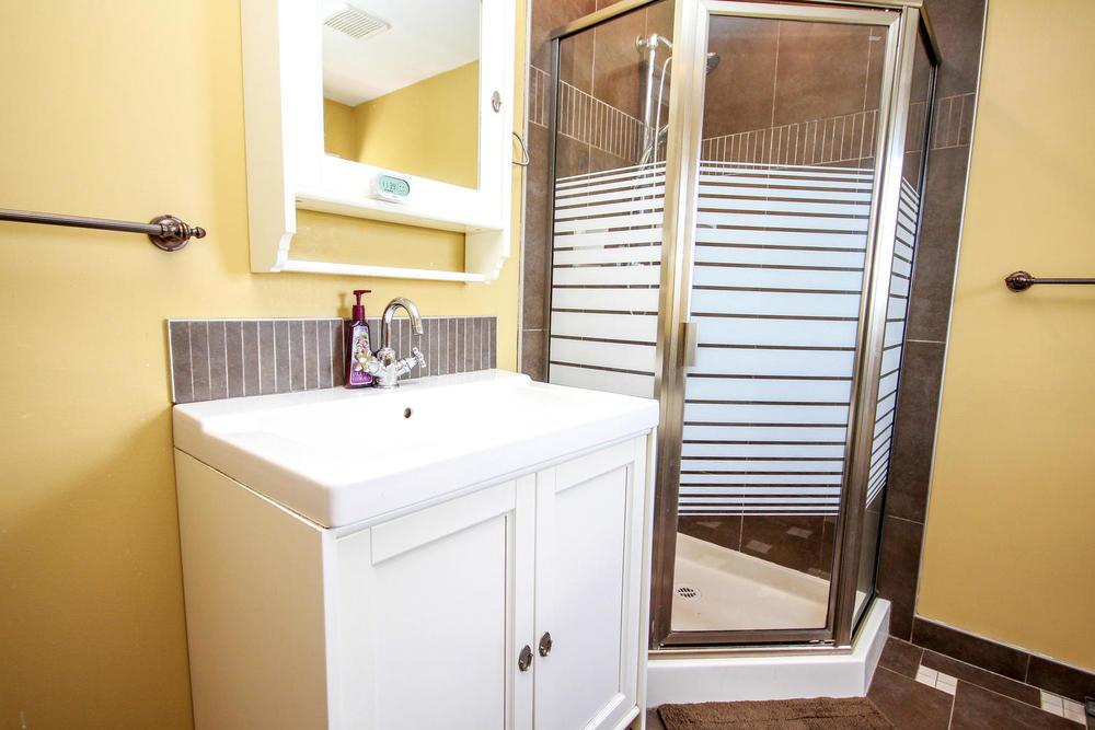 2969 Robson Dr Coquitlam BC-large-052-Bathroom-1500x1000-72dpi.jpg
