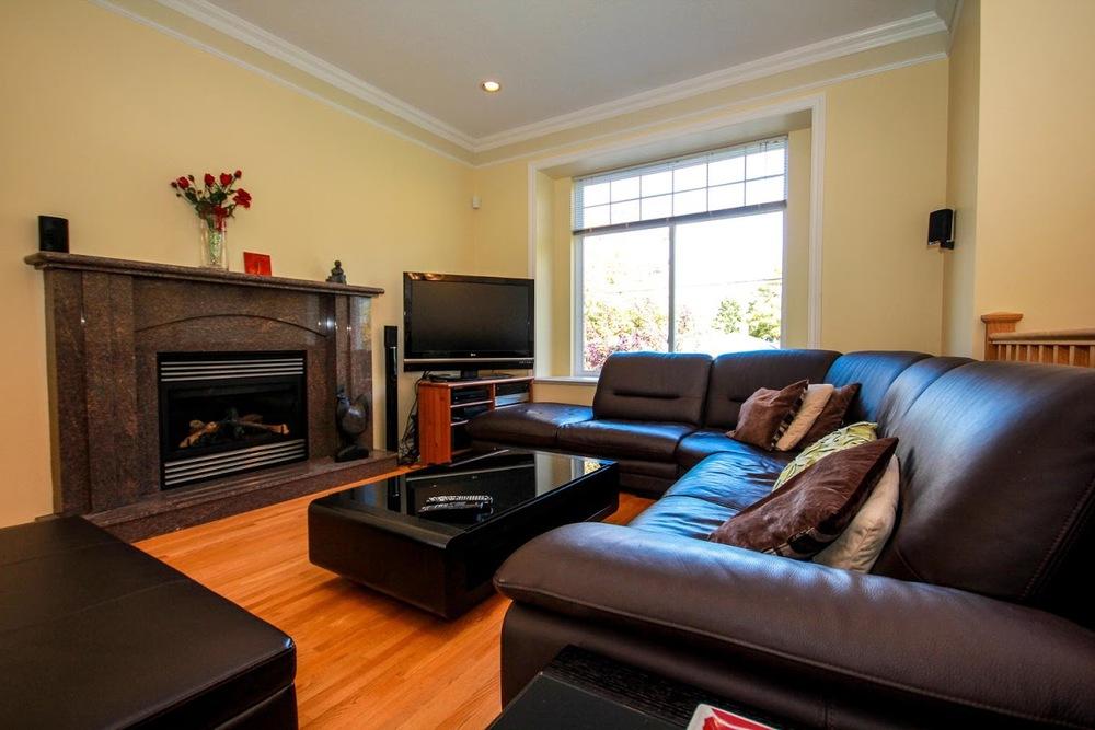 976 E 31st Ave Vancouver BC-large-009-5-Living Room-1500x1000-72dpi.jpg