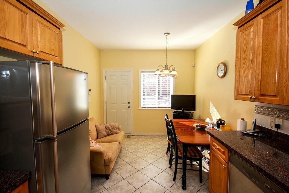 976 E 31st Ave Vancouver BC-large-015-20-Kitchen-1500x1000-72dpi.jpg