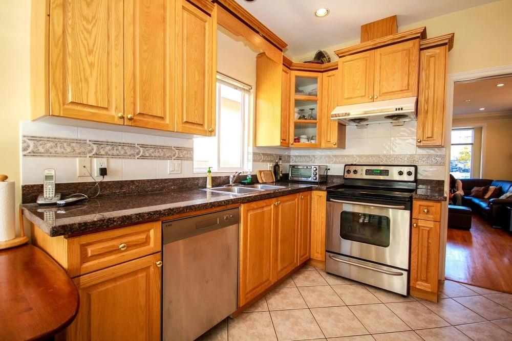 976 E 31st Ave Vancouver BC-large-014-8-Kitchen-1500x1000-72dpi.jpg