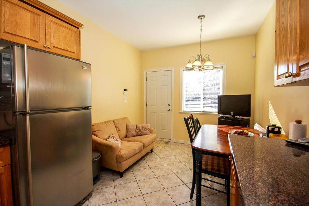 976 E 31st Ave Vancouver BC-large-016-15-Kitchen-1500x1000-72dpi.jpg