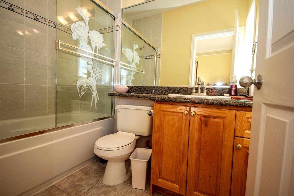 976 E 31st Ave Vancouver BC-large-019-37-Master Bedroom Ensuite-1500x1000-72dpi.jpg