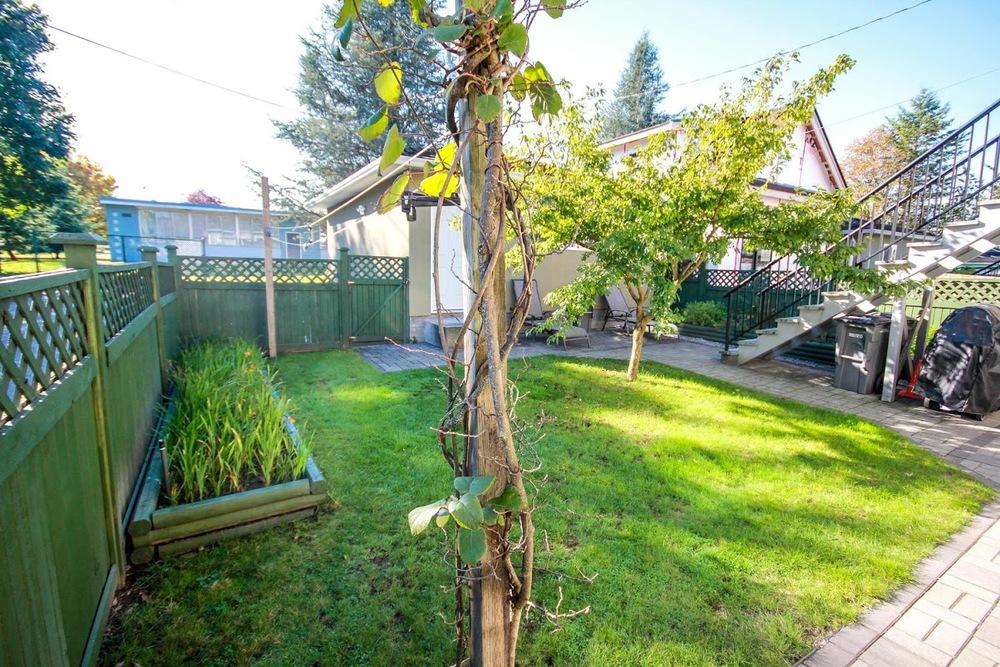 976 E 31st Ave Vancouver BC-large-029-38-Back Yard-1500x1000-72dpi.jpg