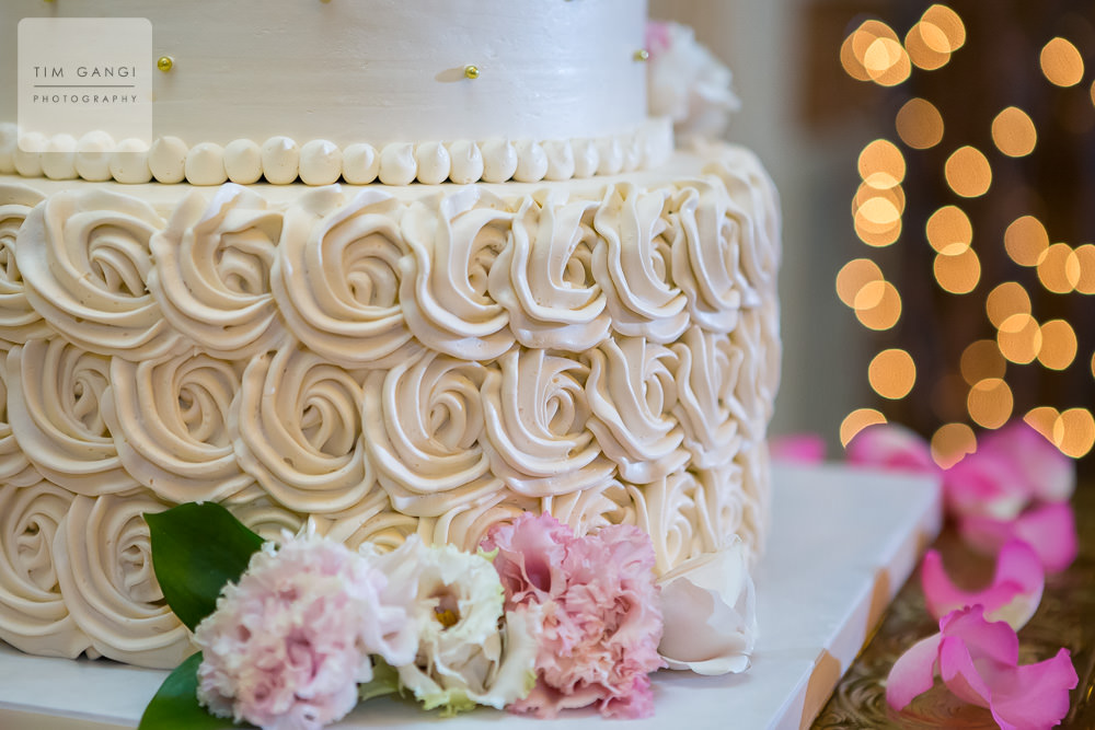 What an amazing wedding cake detail.