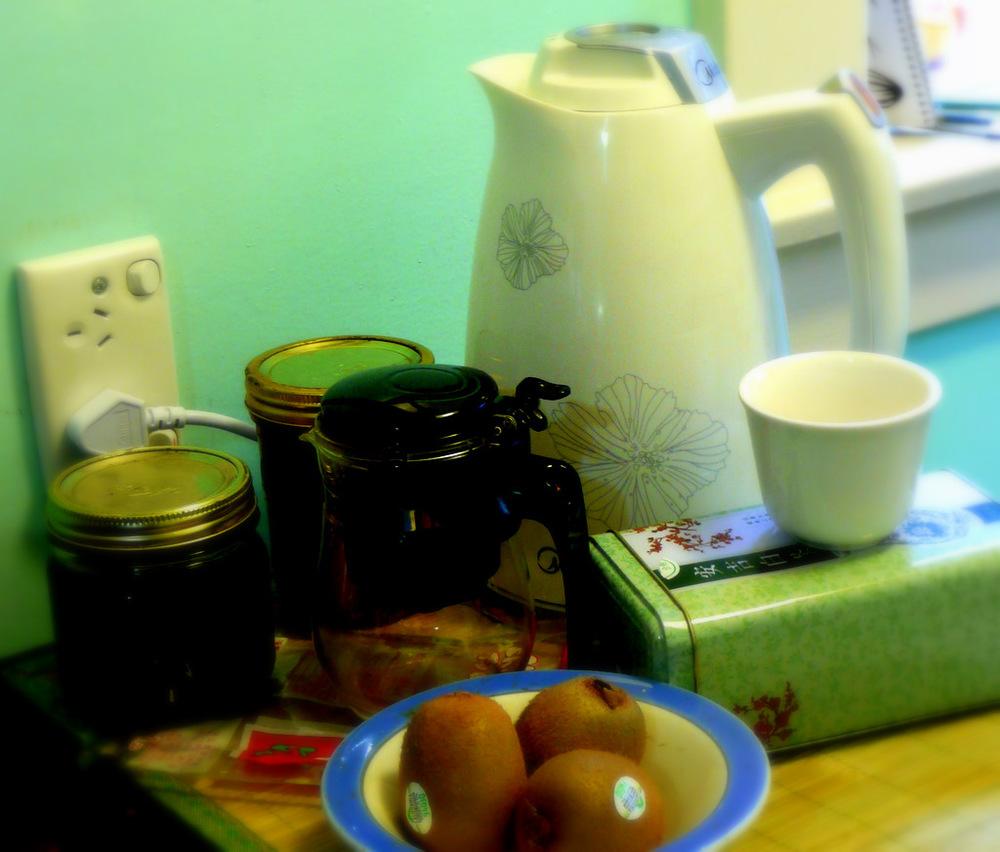 spring tea with kiwi