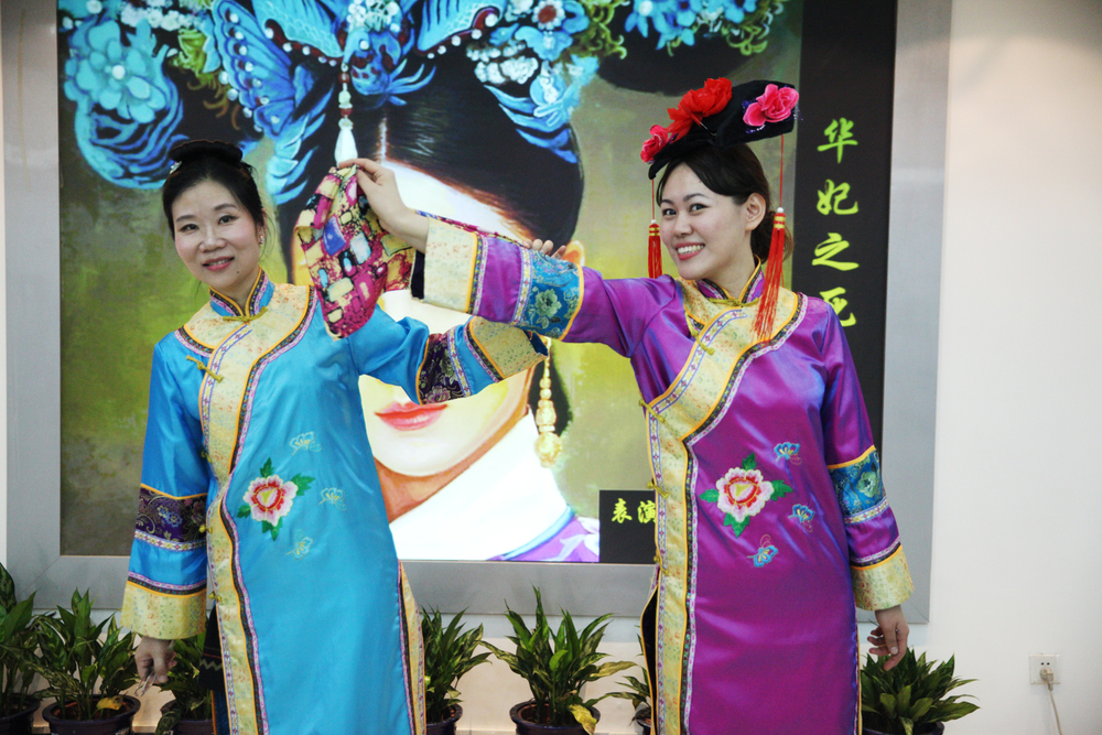Tsinghua University performs Qing Dynasty drama