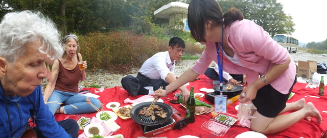 Bar-b-que picnic on the banks of the Hyangsan Stream, photo by D E
