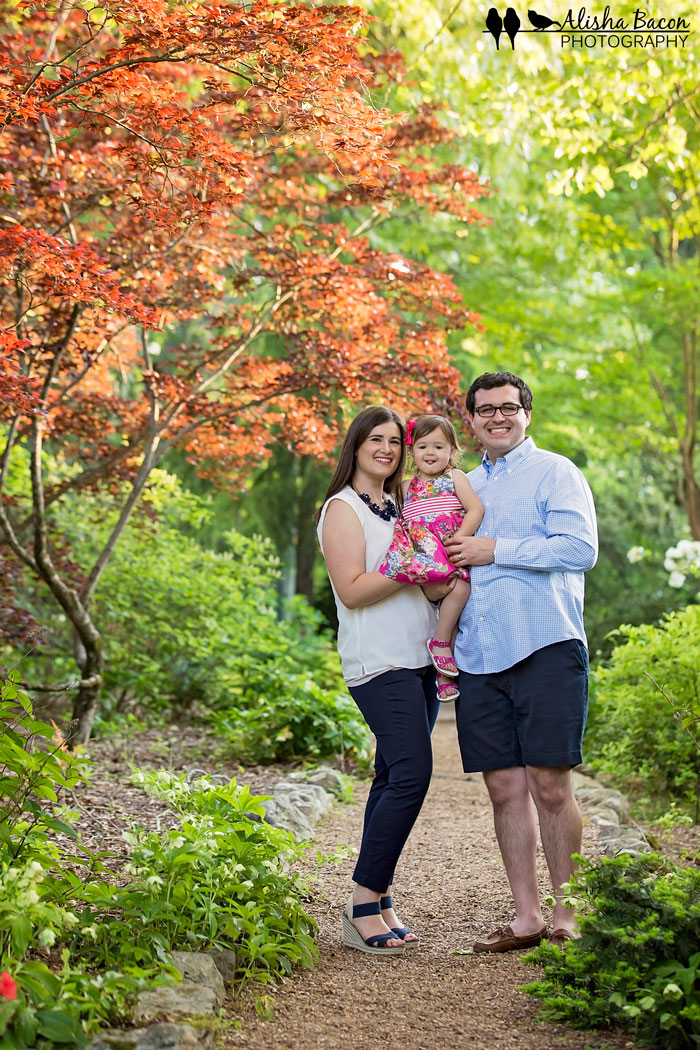 knoxville-family-photo-standing-in-garden.jpg