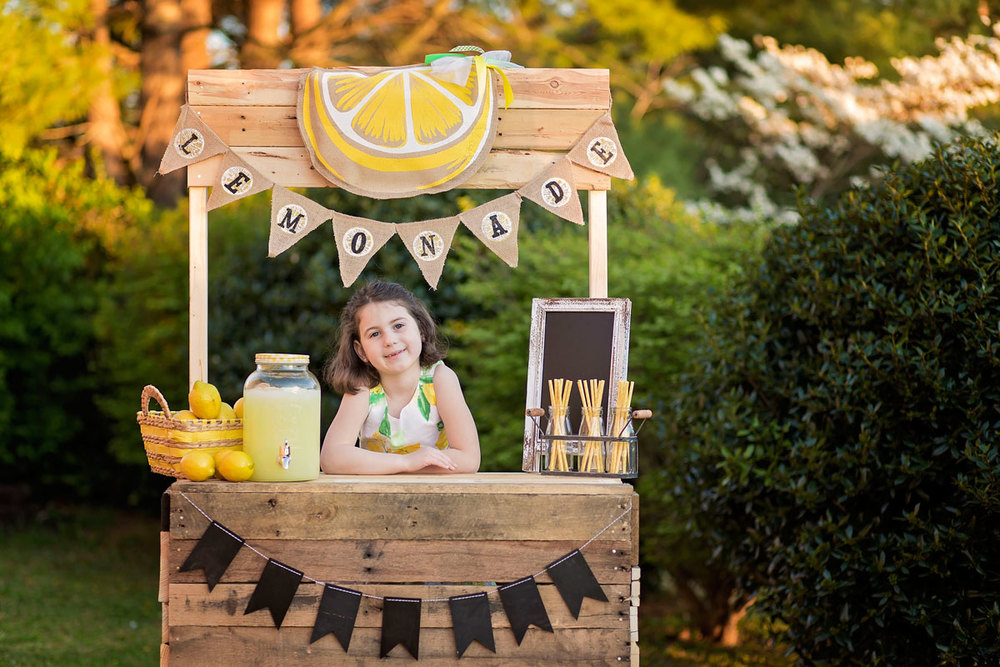 little-girl-lemonade-stand-knoxville=photography.jpg