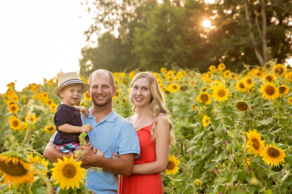 knoxville-family-photographer-sunflower-field.jpg