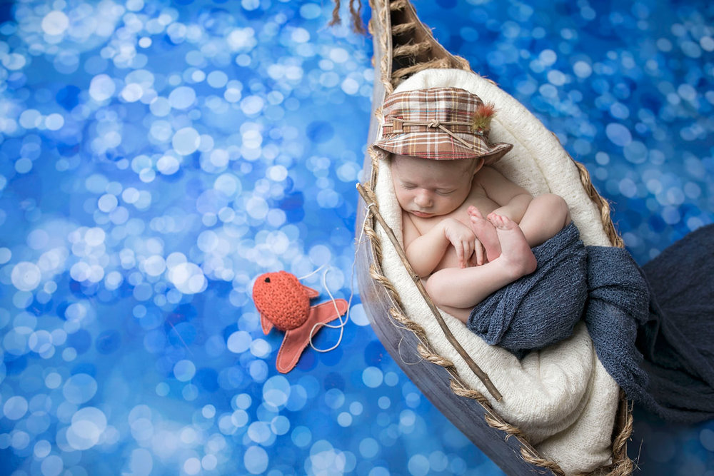 knoxville-newborn-photographer-fishing-boat.jpg