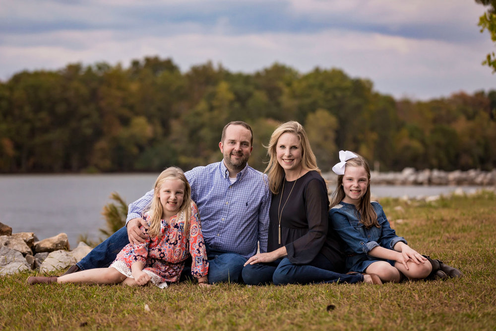 knoxville-photographer-family-at-lake.jpg