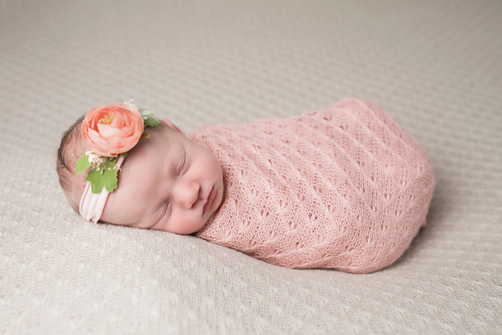 Knoxville-tn-photographer-newborn-pink-flower-headband.jpg