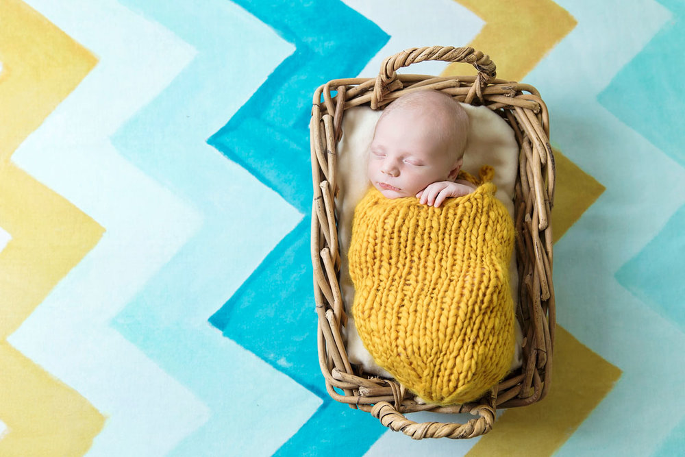 colorful-knoxville=newborn-picture-professional-photographer.jpg