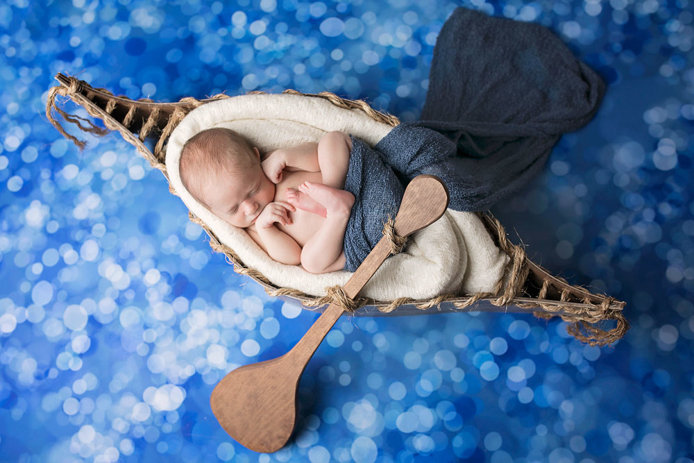 knoxville-photographer-newborn-photography-canoe-boat-water.jpg