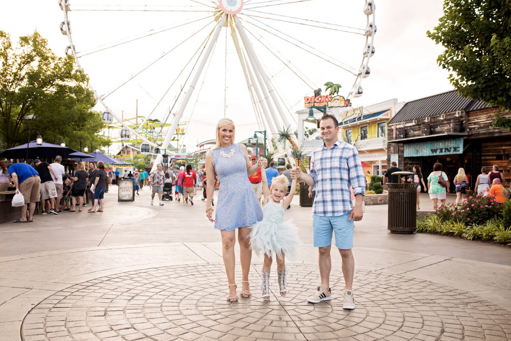 pigeon-forge-photographer-family-pictures-the-island.jpg