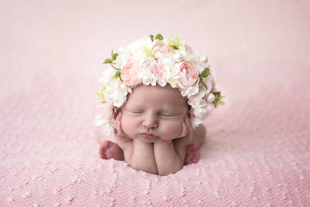 knoxville-newborn-photographer-baby-girl-pink-floral-bonnnet.jpg