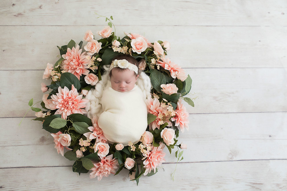 knoxville-newborn-in-wreath-pink-flowers.jpg