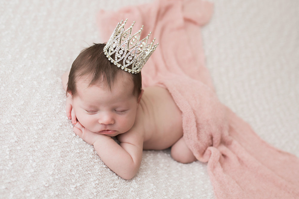 knoxville-newborn-studio-princess-prop.jpg
