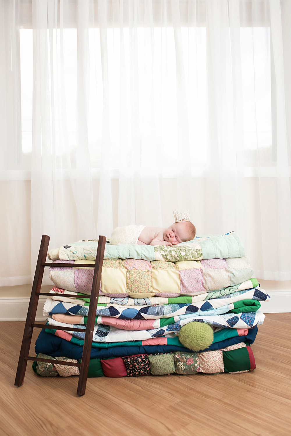 knoxville-princess-and-the-epea-newborn-session.jpg