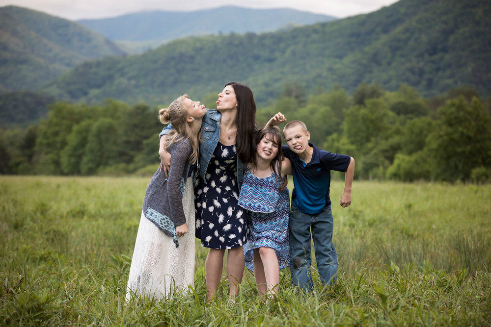 smoky-mountain-silly-face-picture-family-reuniion.jpg