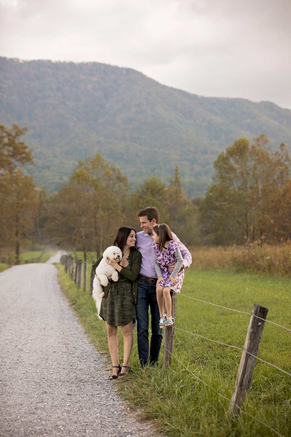 cades-cove-photographer-candid-family.jpg