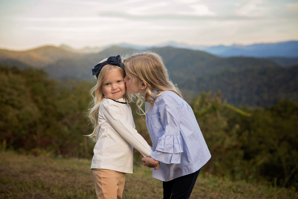 gatlinburg-family-vacation-photography-sisters.jpg