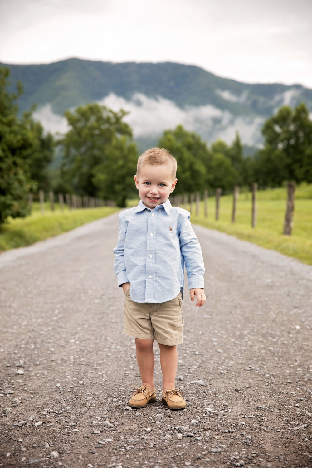 cades-cove-photographer-child-photography.jpg