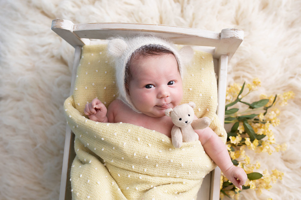 Knoxville-photographers-newborn-in-bed-prop.jpg