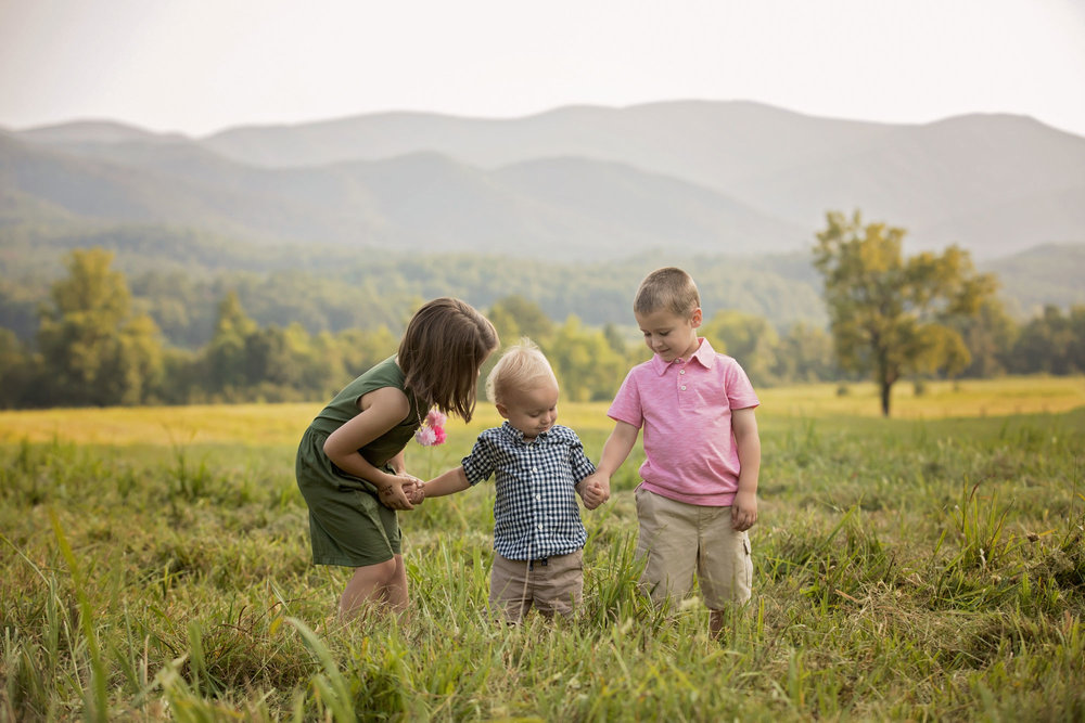cousins-playing-in-cades-cove-field.jpg