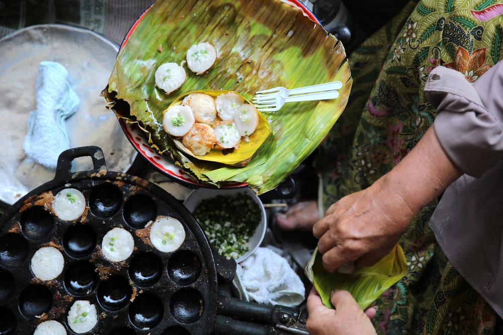 damnoen-saduak-floating-market-coconut-cake.jpg