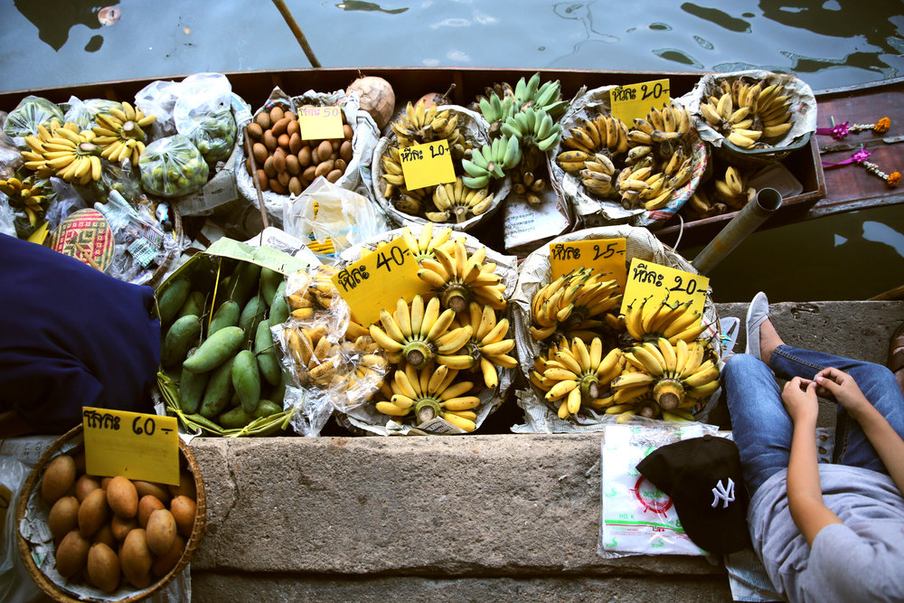 damnoen-saduak-floating-market-banana-boat-nyc.jpg