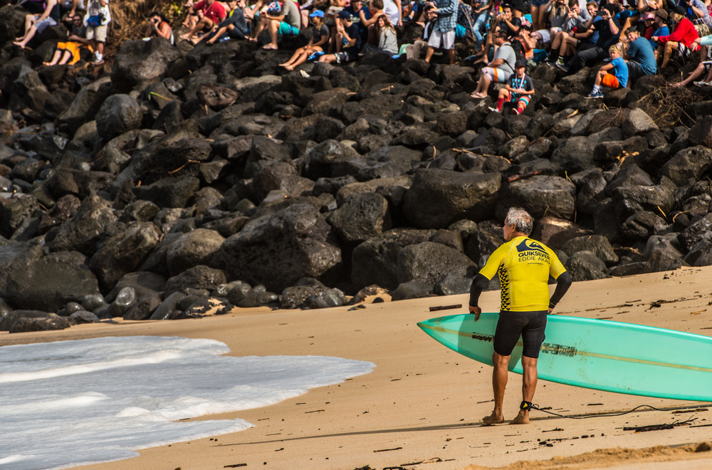 Legendary surfer, Clyde Aikau, brother of Eddie, surfed also at the contest. At his 66 years, Clyde´s  surfing was of the charts.