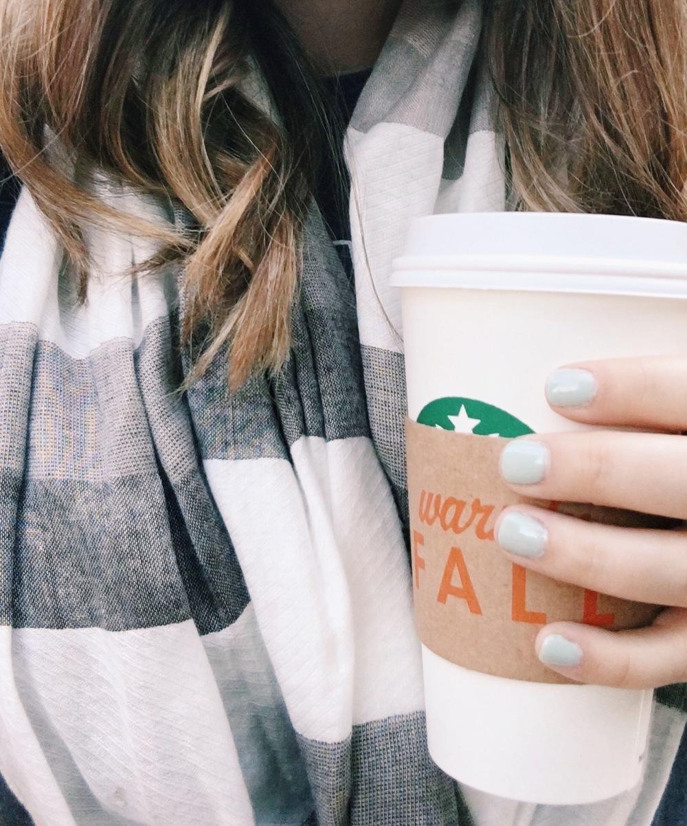 Starbucks toasted graham latte & blue fingernails